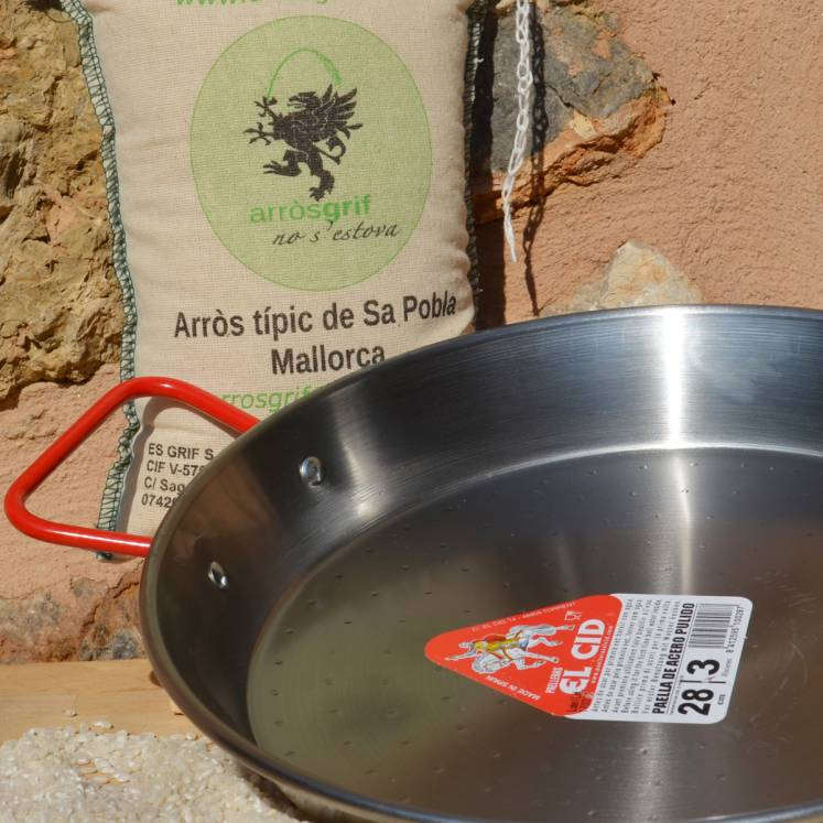 Paella pan with rice from Mallorca