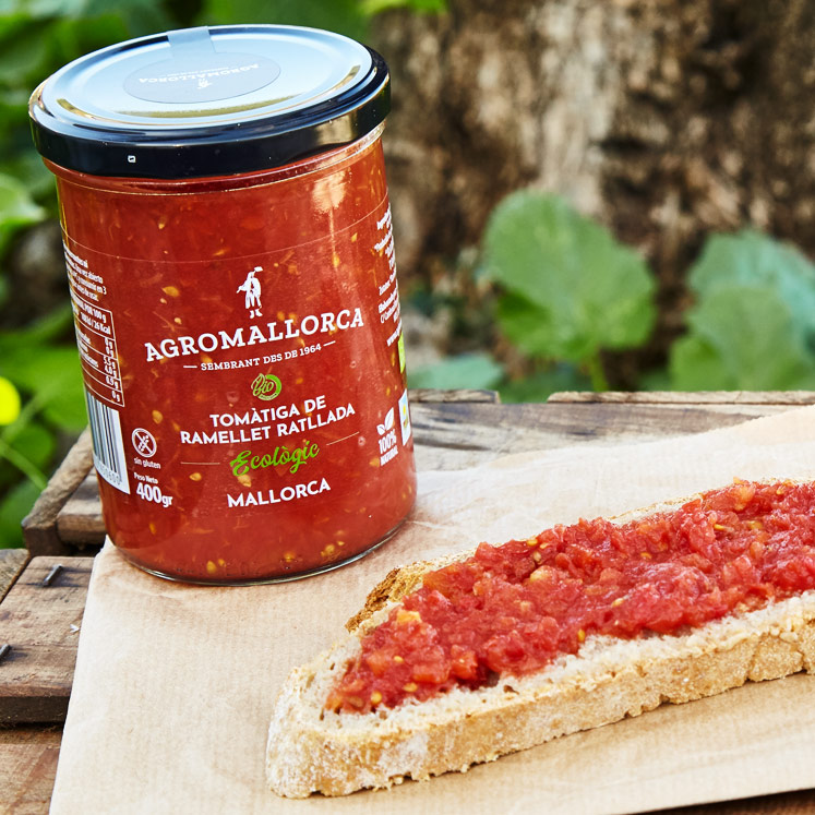 AgroMallorca Bio Ramallet Tomate gerieben