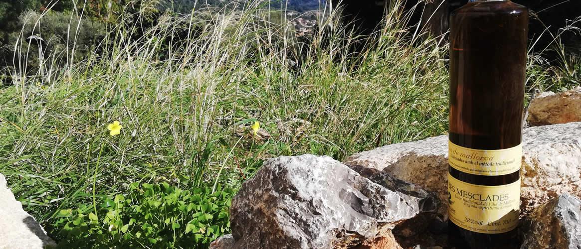 Dos Perellons Herbes Mesclades Kräuterlikör gemischt