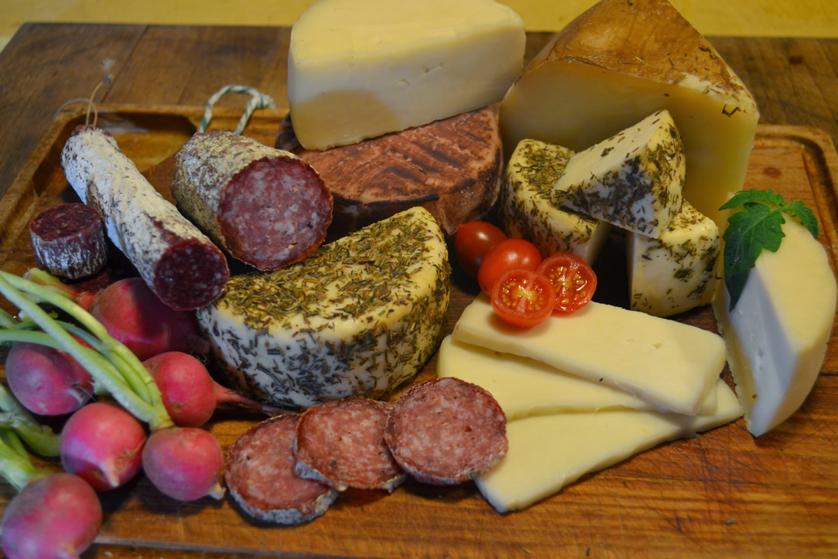 Feast like on the Mediterranean - cheese and sausage specialties from small manufactories in Mallorca or Menorca