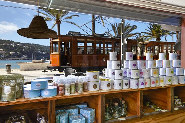 Laden und Eiscafe mit Meerblick: unser Laden in Port de Sóller